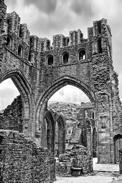 Llanthony Priory 5